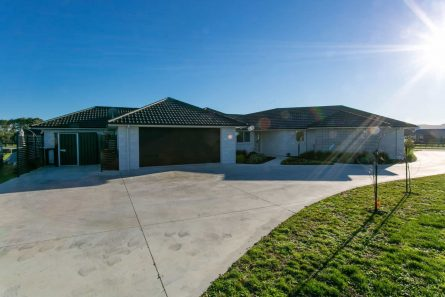 Davies-Homes-Gilchrist-Gable-roof-276m2-$800