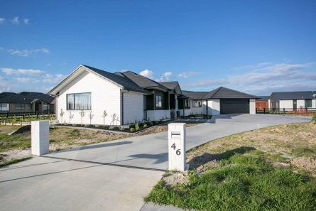 Davies-Homes-Projects-McSweeny-Gable-roof-281m2-$800-15